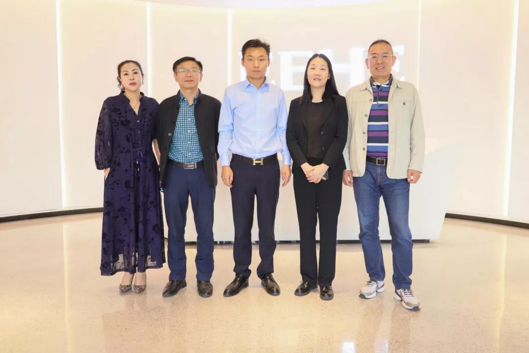 热烈欢迎荆州开发区管委会张艳主任一行莅临我司参观指导